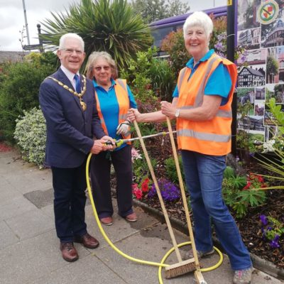 Mayor With Nantwich In Bloom Volunteers - Click to open full size image